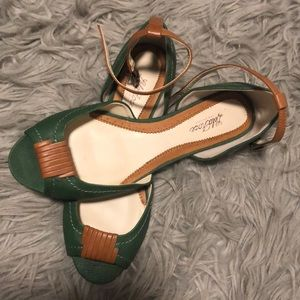 Beautiful green and tan flats size 6.5